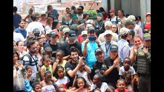 Sebastián Yatra recorrió la comuna 13 previo a concierto para los jóvenes en Medellín