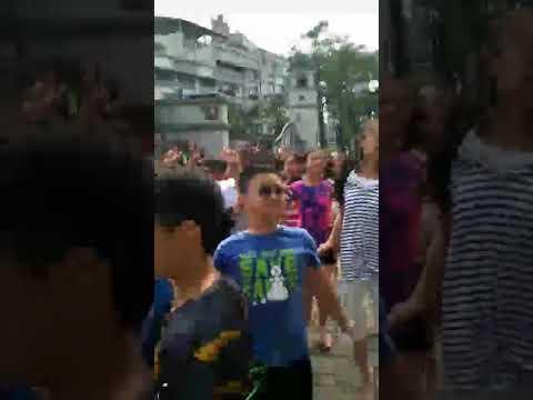 何爺爺跳跳屋- YouTube