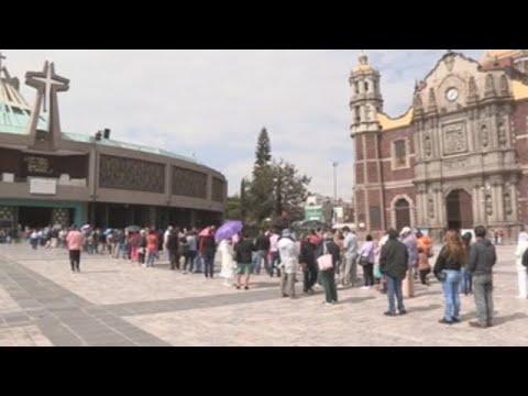 Mexicanos hacen fila en la Basílica de Guadalupe antes del cierre por la pandemia