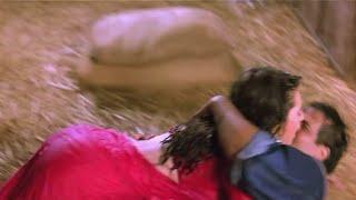 Karishma Kapoor hot big bum & wet assets exposed width=