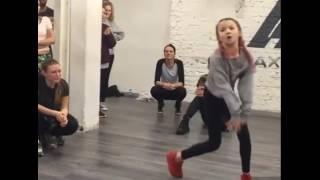 Léany danse shape of you (Ed sheran)