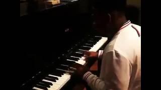 """Lisandro cuxi improvise sur """"Danser"""" au piano"""