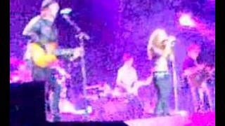 Shakira & Gustavo Cerati sing Dia Especial live at Istanbul