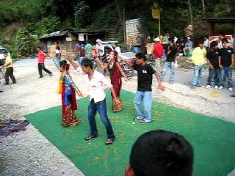 Nepal: Danse pour Diwali 1