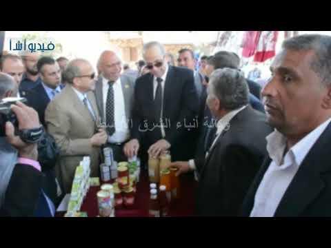 بالفيديو : محافظ القليوبية يفتتح منذ بيع المنتجات الغذائية بمدينة قها
