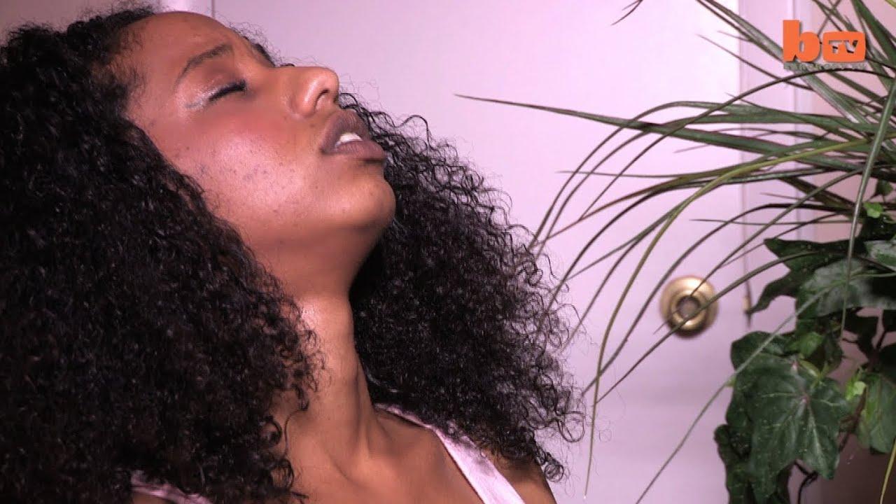 Leg shaking orgasm for black beauty in the bathtub 7