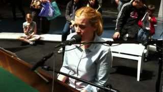 Play me I'm Yours à Paris 23 Juin 2012, Elsa KOPF joue à Rosny 2