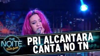 Priscilla Alcantara canta sucessos no palco | The Noite (12/12/16)