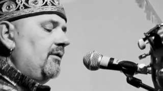 Ken De Korogo interprète une chanson de Lougah François