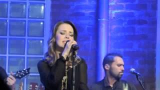 SANDY LEAH canta BEIJA EU (cover Marisa Monte) no Bourbon Street 12/06/2013