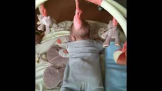 Tony 3 mois et 10 jours ventre dos