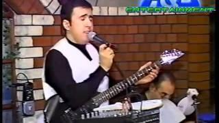 Stas Kalontar imitating Yuhan Benjamin singing © A&D ENTERTAINMENT