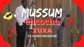 Mussum dá uma encoxada na Xuxa ao vivo