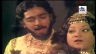 kinnathil then vadithu song -ilamai unchal aadukirathu கிண்ணத்தில் தேன் width=
