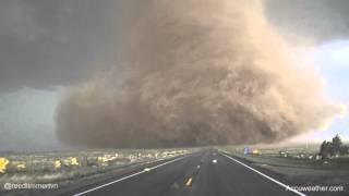 Indrukwekkende opname van een tornado