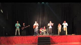 Pequeña Flor en vivo, letra y música: Juan Alfredo Miranda.