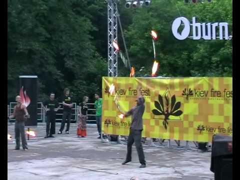 Kiev Fire Fest 2009. The firebattle, Sebastian Berger (Austria) vs Thomas Nevisoul (Sweden)