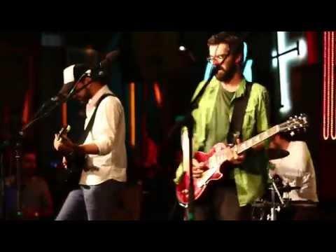 robin-and-the-backstabbers-arte-si-meserii-funk-rock-hotel-11-mahmur-info