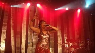 """Rita Ribeiro cantando """"Iansã"""""""