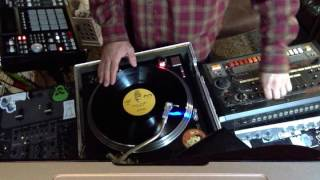 DJ Dremond freestyle session on the Roland 808, AKAI MPC, turntable scratch sampling