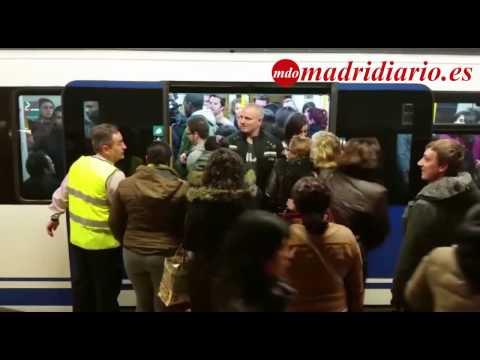 """""""Empujadores"""" de Metro en la Estación de Avenida de Ámerica por el cierre por obras de la Línea 8"""