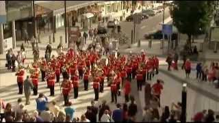 KEREEENN...!!! Tentara Inggris flashmob di Capitol Shopping Centre
