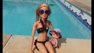 Novelinha da Barbie  Rebecca em Um Dia de Piscina