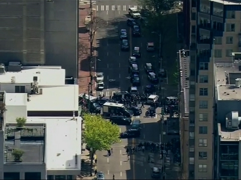 Suspect Dead, Officers Hurt in Seattle Robbery