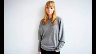 Lucy Rose - Middle Of The Bed (Demo)