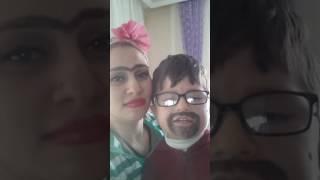 Şarkı söyleyen anne ve oğul