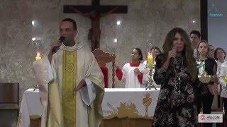 Elba Ramalho e Pe. Marcos Rogério cantando juntos.