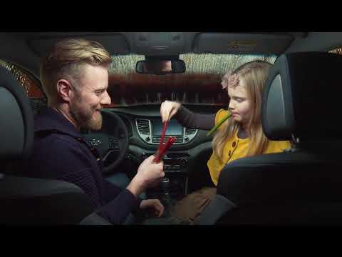 Bliv i bilen eller nyd vejret mens vi vasker bilen for dig