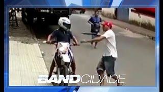 Polícia prende suspeitos de assaltos; vídeo mostra roubo de moto