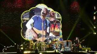 Coldplay - Yellow (Live in Manila)
