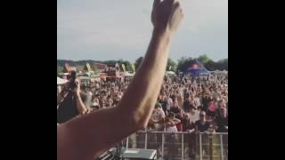 HOT GIRL w/ EPIC DANCE FAIL 2017 @ Love Island Festival