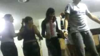 meninas dançando casa da nina