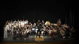 Sueños de Sal, interpretado por el Coro Infantil y la Banda Sinfónica de Roquetas de Mar.