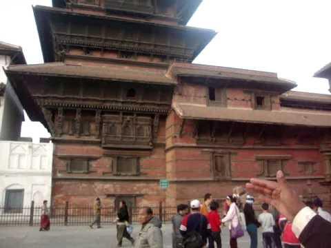 01 Juan Lázara y Shreekrishna en Durbar Squar Kathmandú.MPG