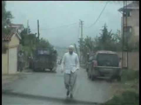YOBAZLAR Vatan Gazetesi ekibine saldırıyorlar.