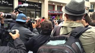 CANNES 2014 : Eva Longoria fait ses achats chez Gérard Darel