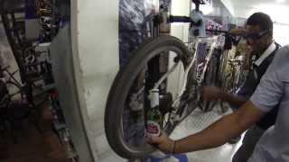 Abrindo cerveja na Ocean Bike