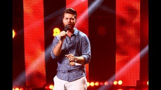 Chuck Berry - Johnny B Goode. Vezi aici cum cântă Daniel Pascu, la X Factor!