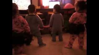 Cuatrillizos gangnam stayle (quadruplets dancing)