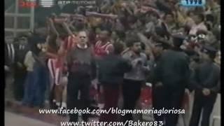 """Adeptos do Benfica cantam """"o Porto tem mais encanto na hora da despedida"""""""