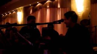 SCOTT McCLOUD WITH NIKOS MPALTZOIS SINGING...ΠΙΝΩ ΚΑΙ ΜΕΘΩ...