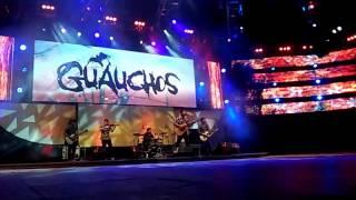 """GUAUCHOS - """"Pago por volver"""" en el festival Nacional de Folklore 2015"""