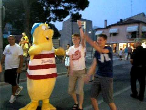 Dancing Sieben Sieben with Seal
