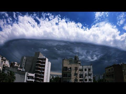 Nuvens estranhas no céu de Buenos Aires na Argentina