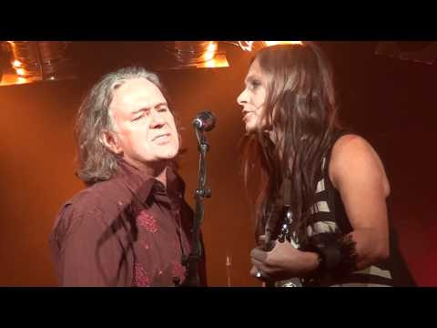 Kasey Chambers & Kevin Bennett - Love Like A Hurricane Chords - Chordify