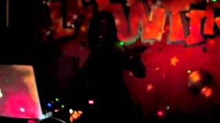 Auto-dérision Dj Miss Mak aka la nouvelle rappeuse ;-) c'est cadeau - Rock Your Soul